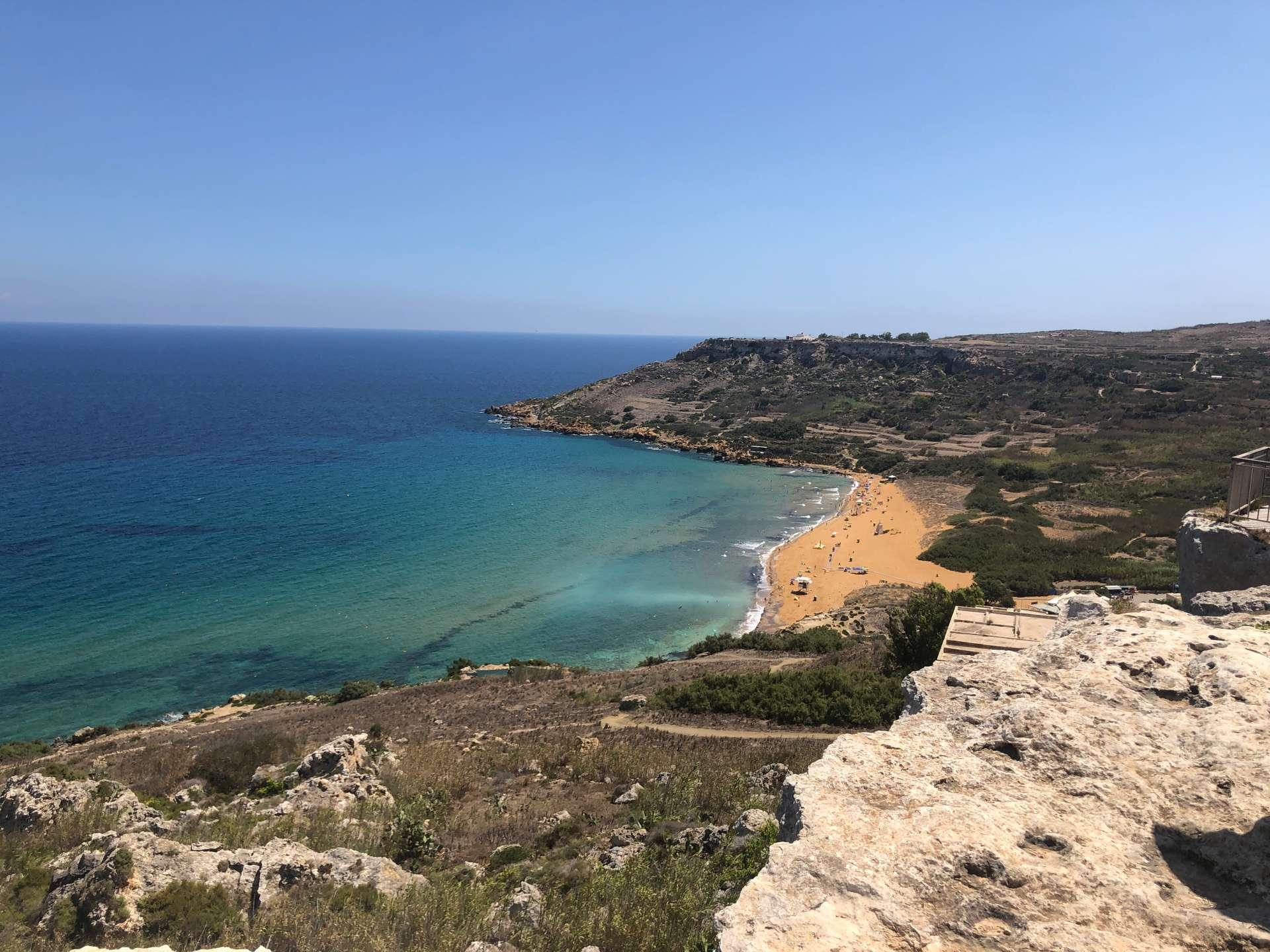 Uitzicht op Ramla Bay in Gozo