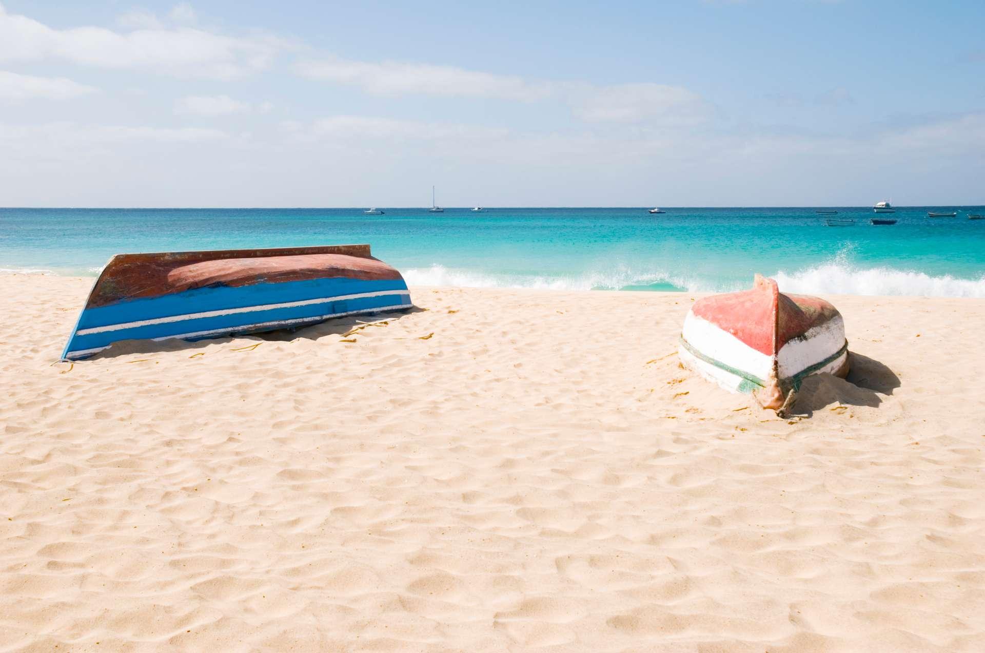 Kaapverdië strand boten