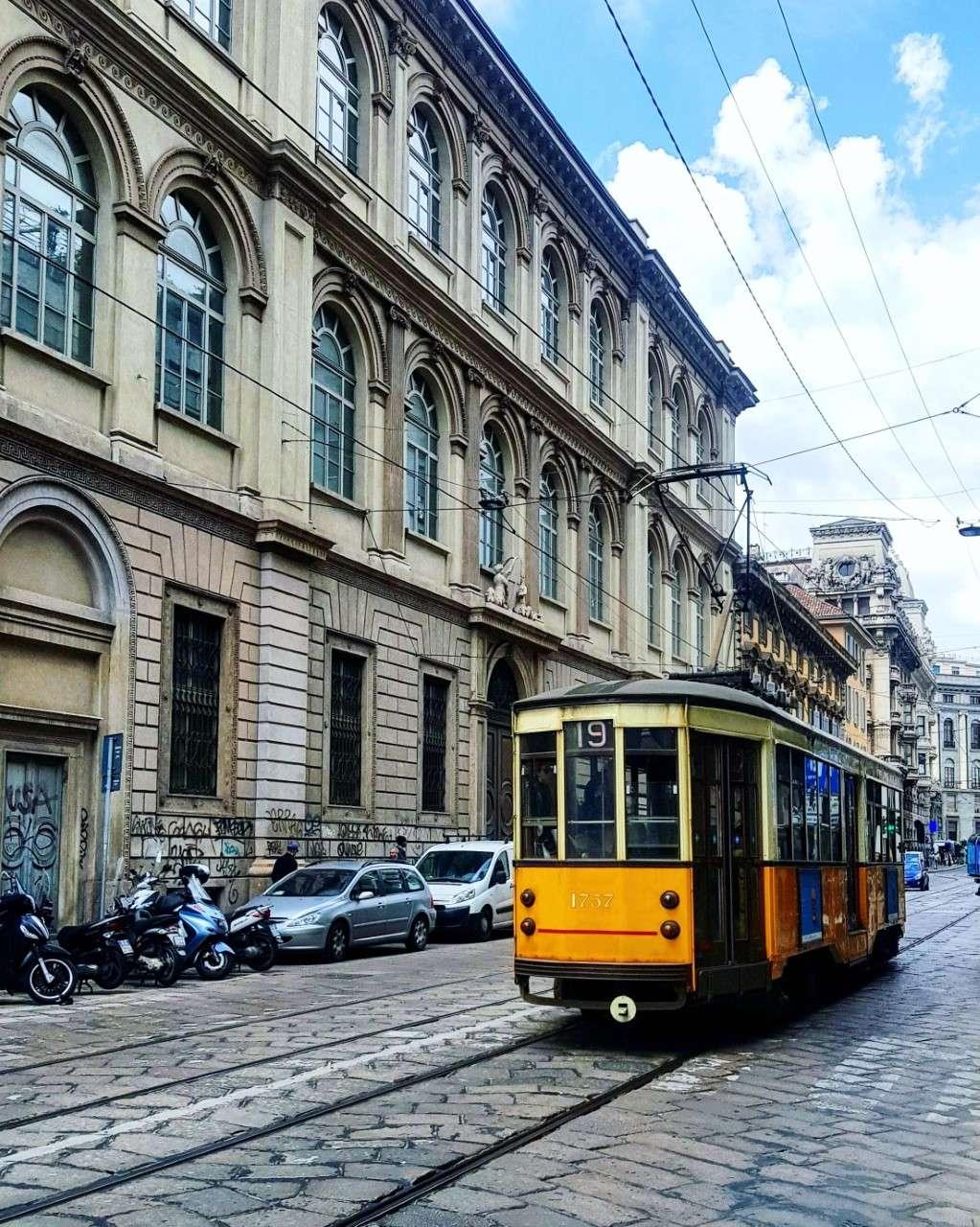 Italië, Milaan, gele tram
