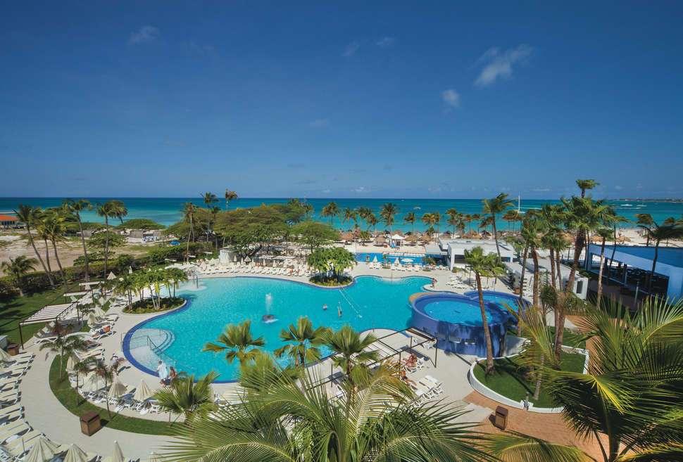 aruba riu palace antillas hotel zwembad