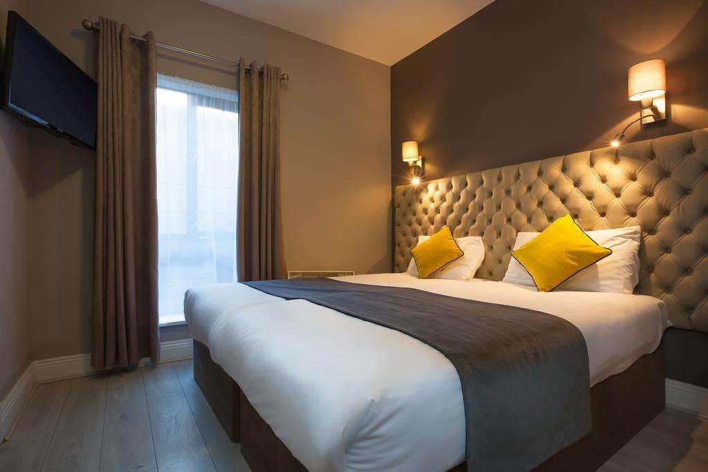 Dublin Inn bed