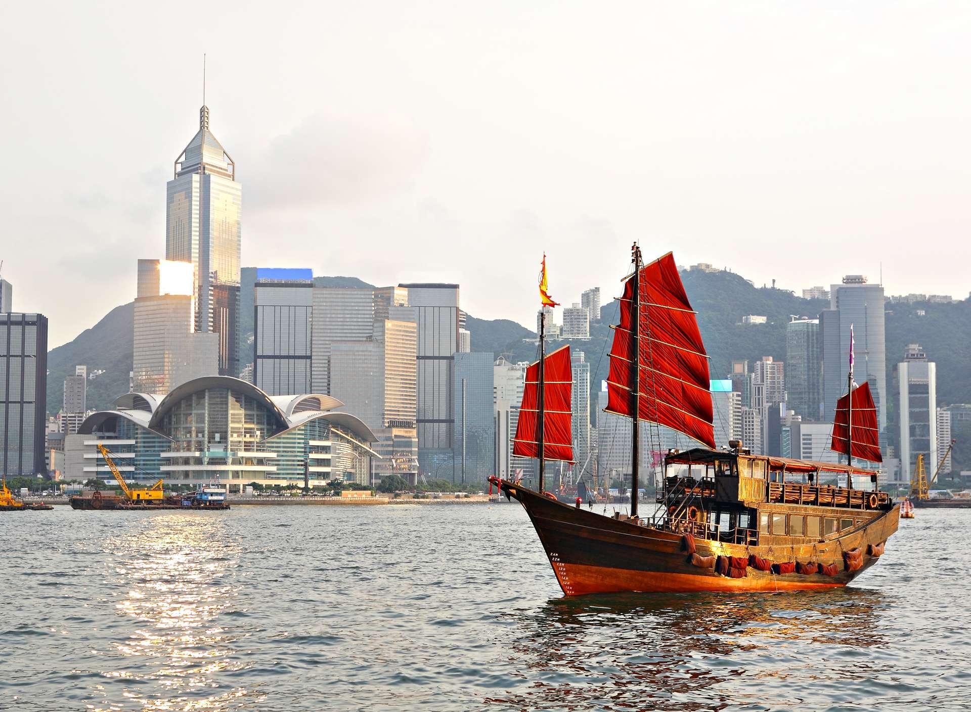 Hong Kong Victoria Harbor Tourist junk boat2