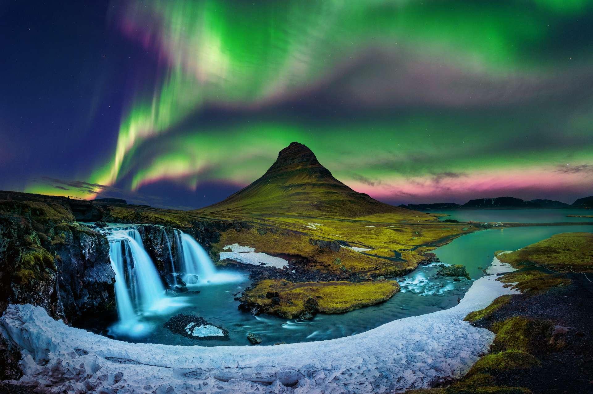 IJsland Kirkjufell mountains noorderlicht