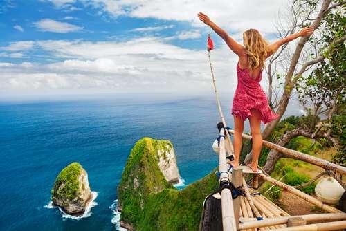 Indonesië Bali Vrouw op uitkijkpunt