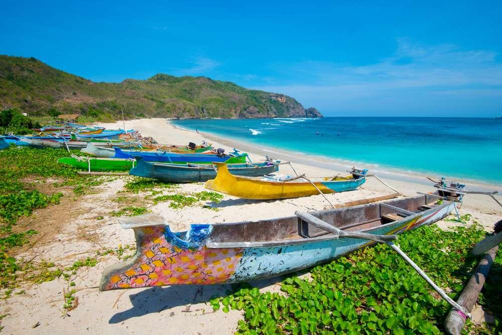 Indonesië Lombok Mawun Beach vissersboten