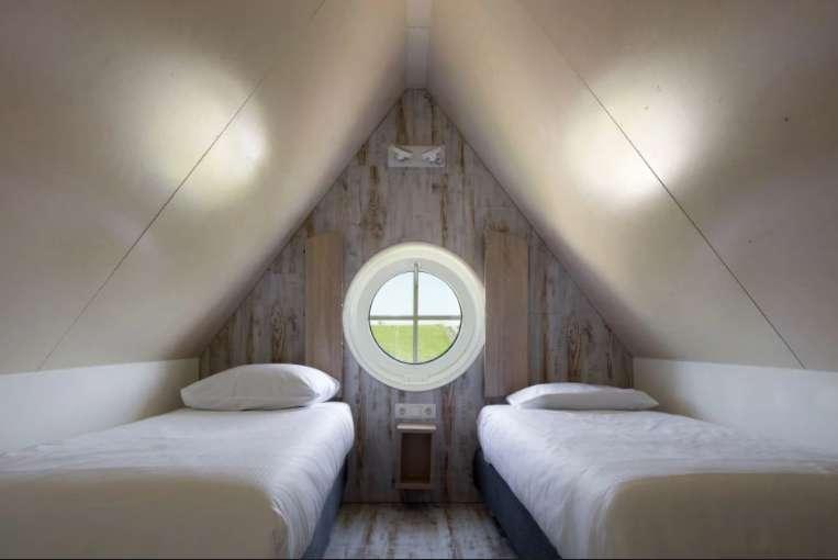 Lodge Beach Zeeland slaapkamer1