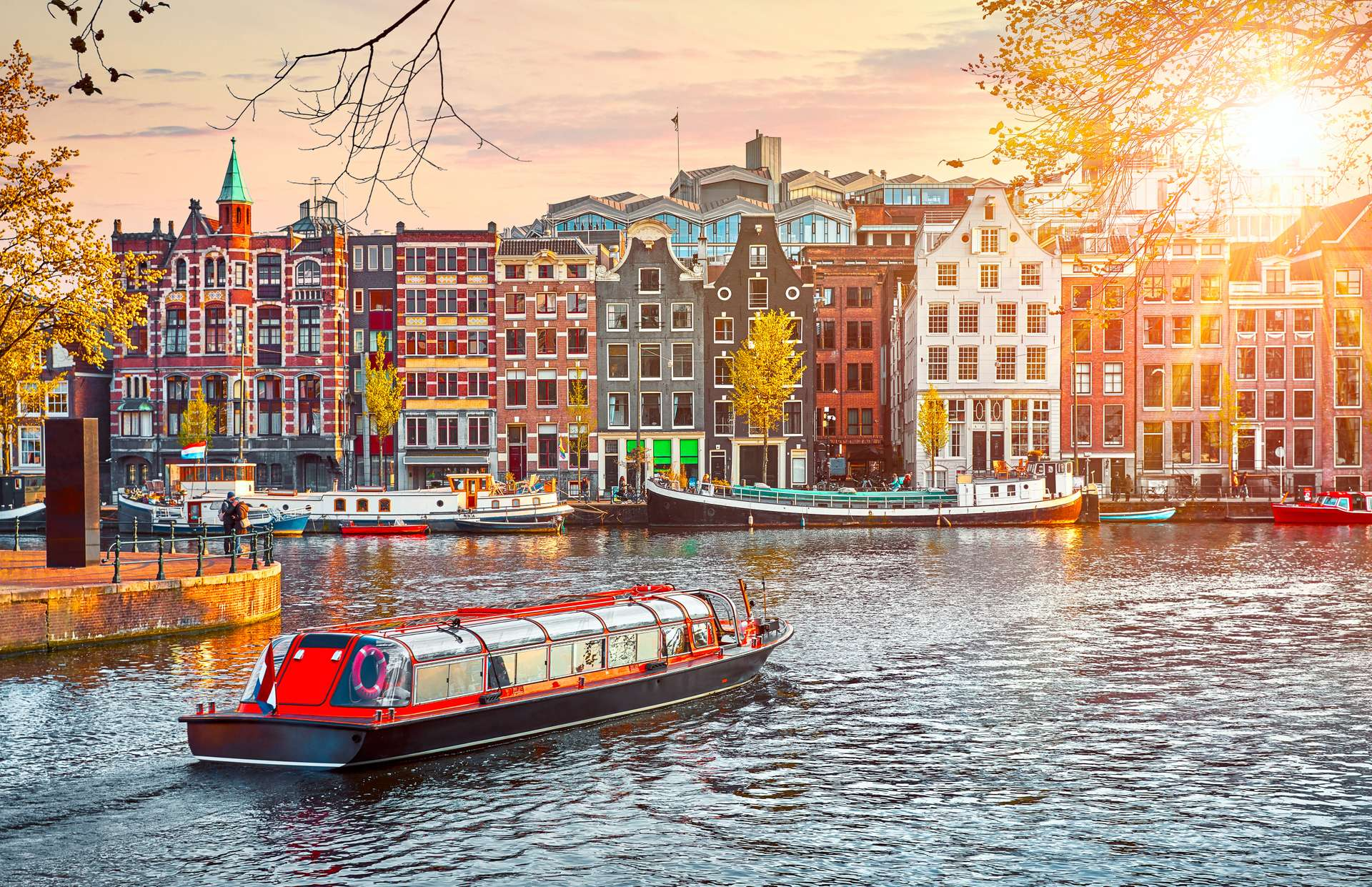 Nederland Amsterdam rondvaartboot over Amstel