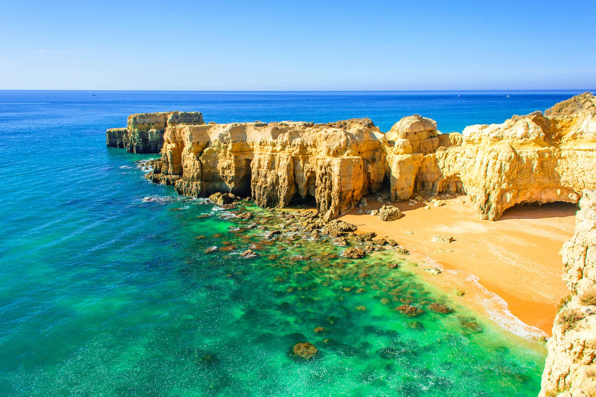 Portugal Algarve Albufeira strand met rotsen