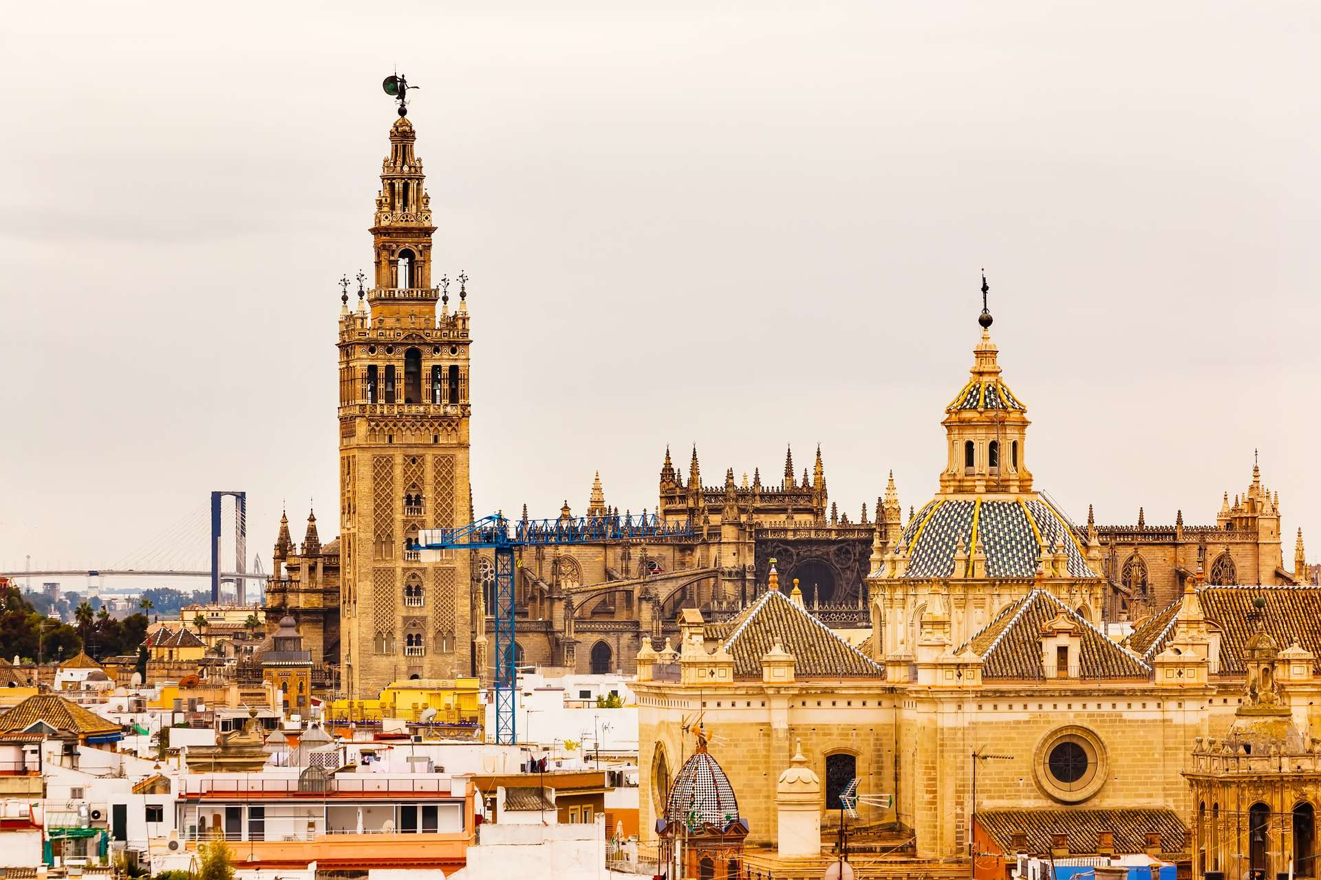 Spanje Sevilla Giralda Spire Bell Tower Seville Cathedra, Cathedral of Saint Mary of the See Church of El Salvador