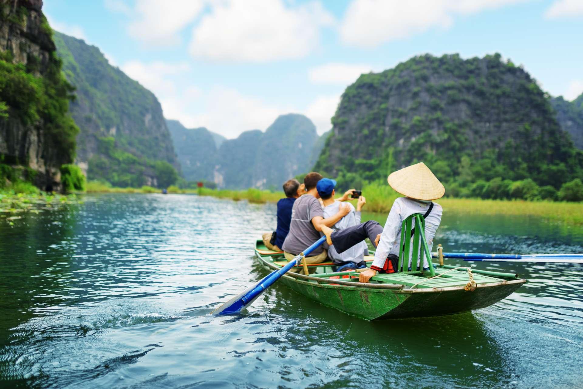 Vietnam Ninh Binh Tam Coc Ngo Dong River